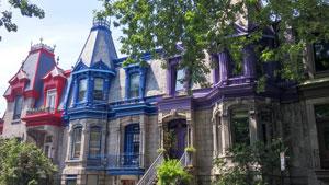 Toitures de bâtiments colorés sur le Plateau, Montréal