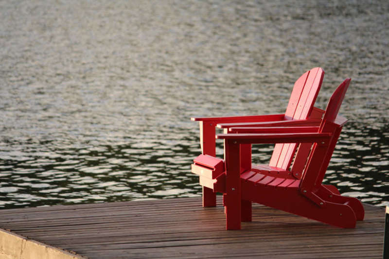 nature-woodchair-lake